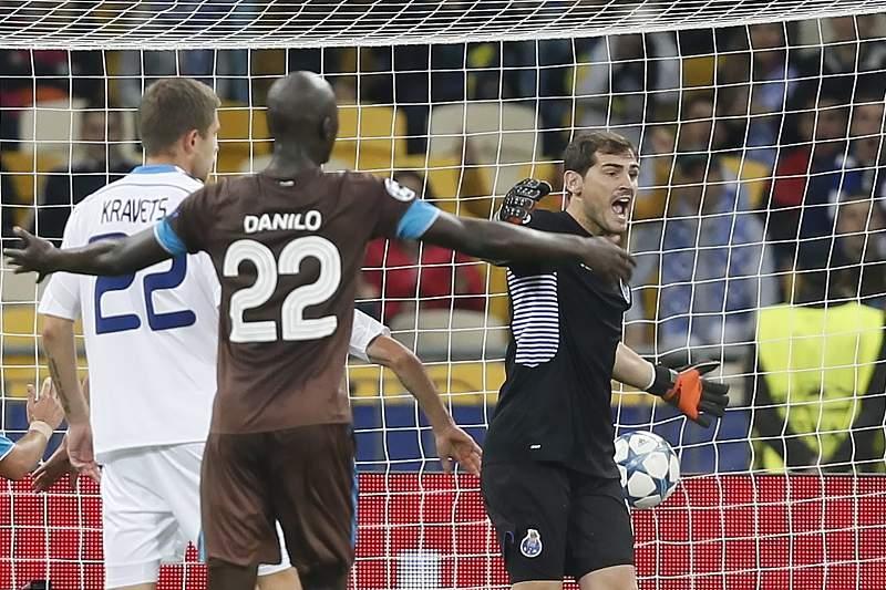 Danilo e Casillas protestam segundo golo do Dinamo Kiev