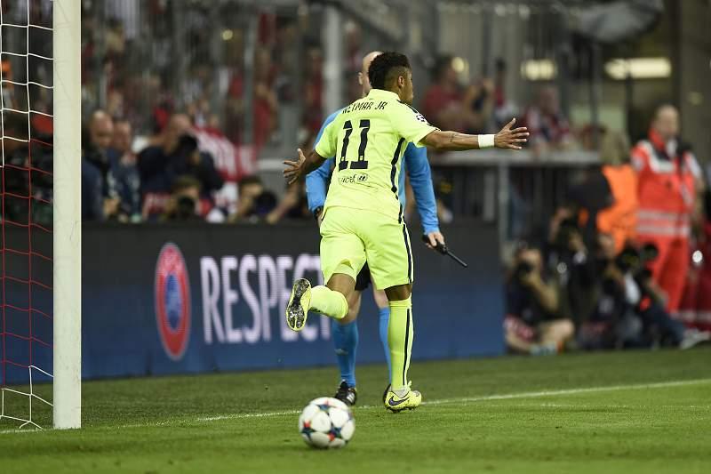Neymar festeja golo