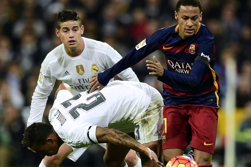 Real Madrid - Barcelona: Danilo é ultrapassado por Neymar