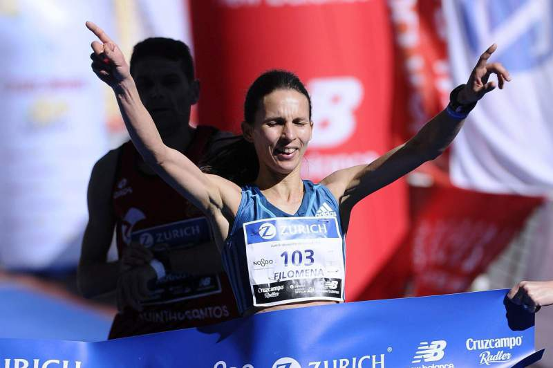 Filomena Costa no momento da vitória da Maratona de Sevilha