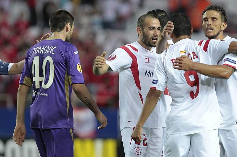 Aleix Vidal celebra o golo do Sevilha