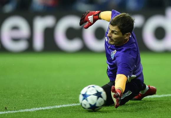 Casillas testa os reflexos antes do jogo