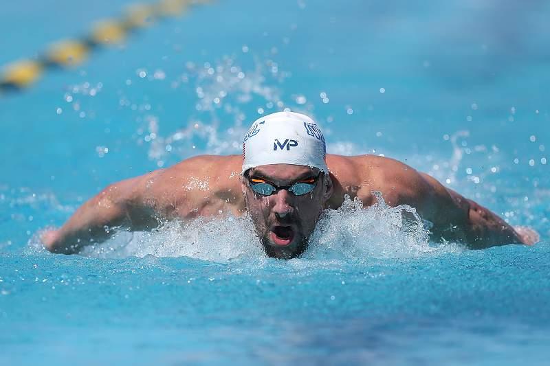 Michael Phelps em ação na prova de 100 metros mariposa das `Pro Swim Series´, em Mesa, nos Estados Unidos.