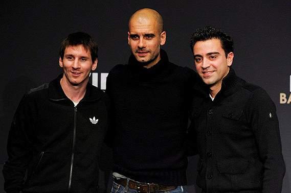 Pep Guardiola com Messi e Xavi