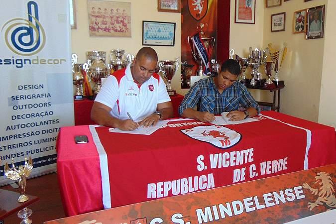Mindelense assina acordo para exploração do mershandising do clube