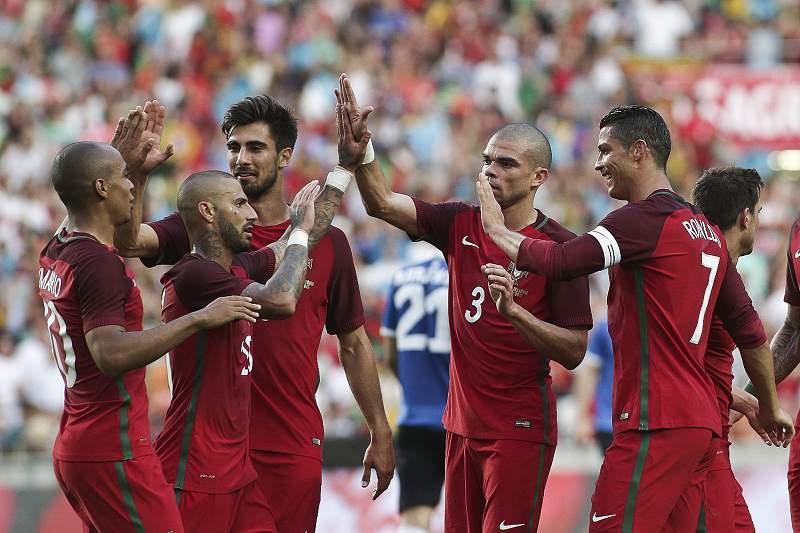 Portugal - Estónia: Jogadores festejam golo