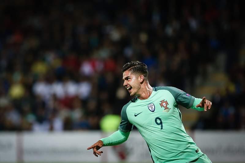 André Silva festeja um golo pela seleção nacional de Portugal