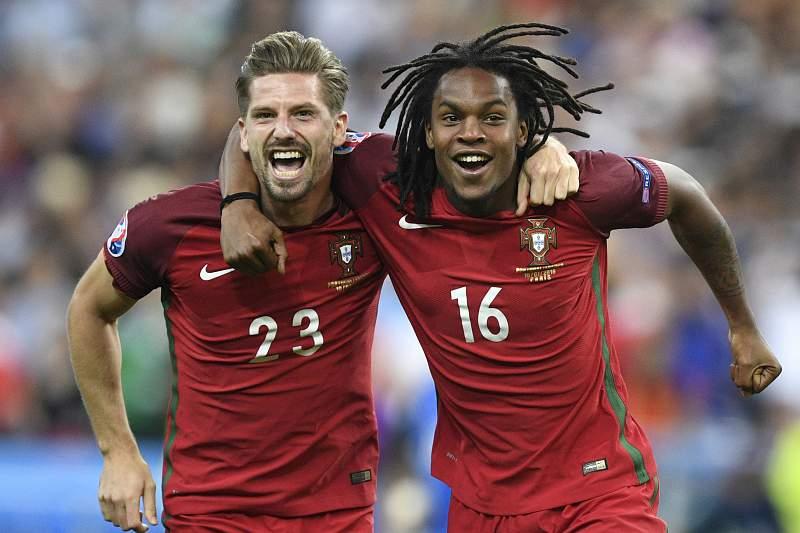 Renato Sanches e Adrien Silva celebram a conquista do título europeu por Portugal