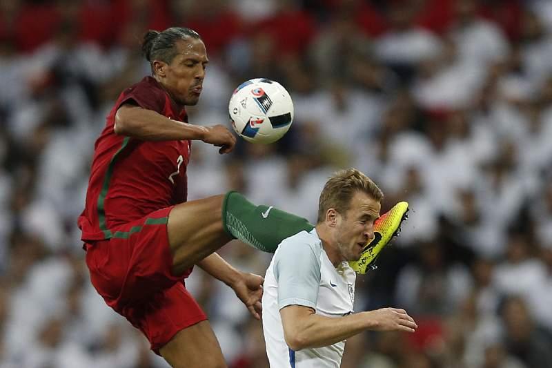 Expulsão de Bruno Alves obriga a mudança de planos