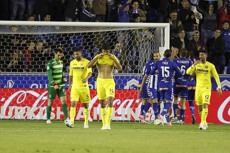 Rodri Hernandez do Villarreal reage após um golo do Alavés