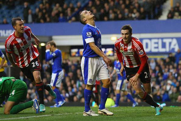 Sunderland vence no reduto do Everton