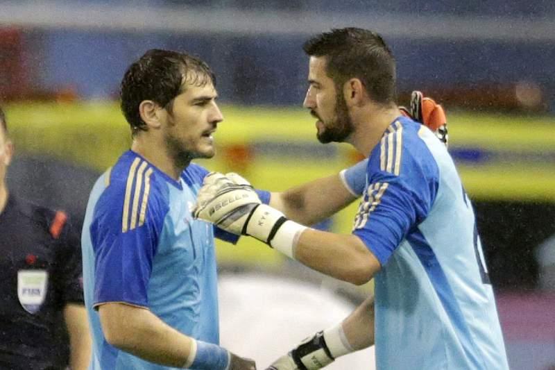 Kiko Casilla substitui Iker Casillas num jogo da seleção espanhola