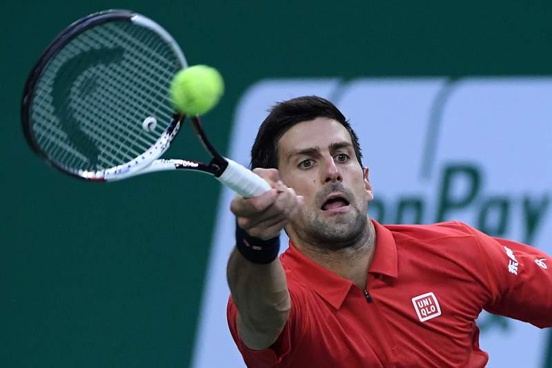 Novak Djokovic em ação no Masters 1000 de Xangai