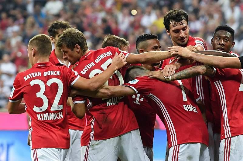Jogadores do Bayern celebram goleada sobre o Werder Bremen
