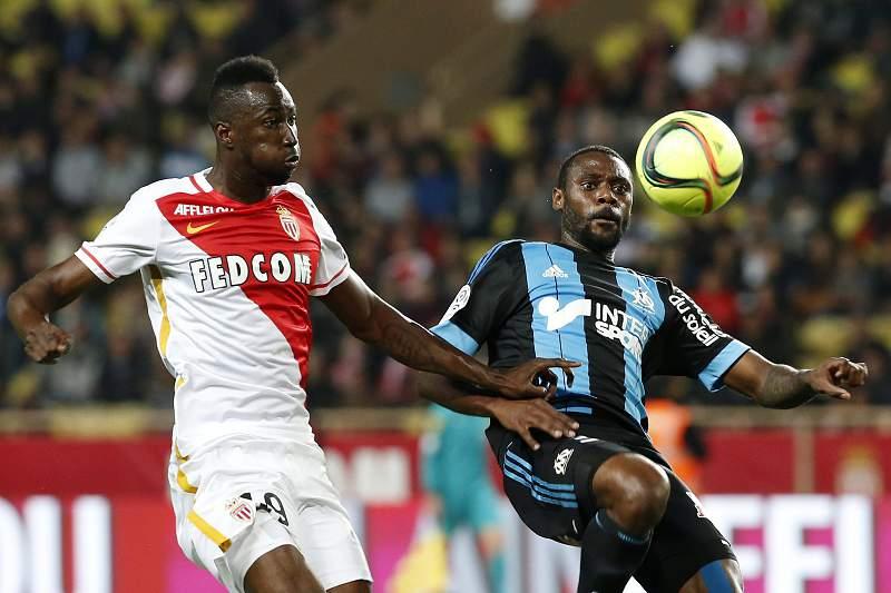 Lacina Traore em ação pelo Mónaco num jogo contra o Marselha