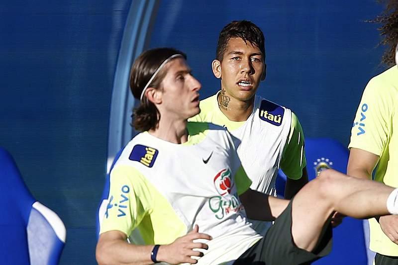 Felipe Luis (E), Roberto Firmino (C) e David Luiz (D)