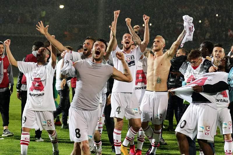 Carpi festeja subida de divisão em Itália