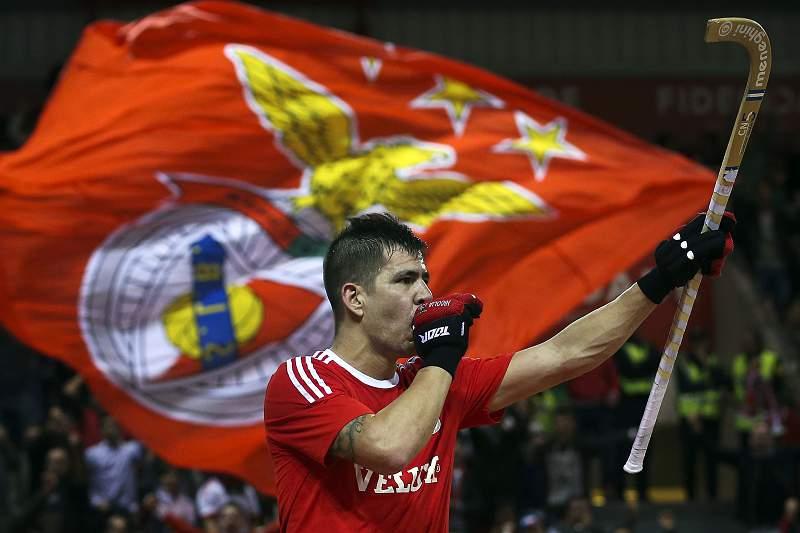 Carlos Heras festeja um golo pela equipa de hóquei em patins do Benfica