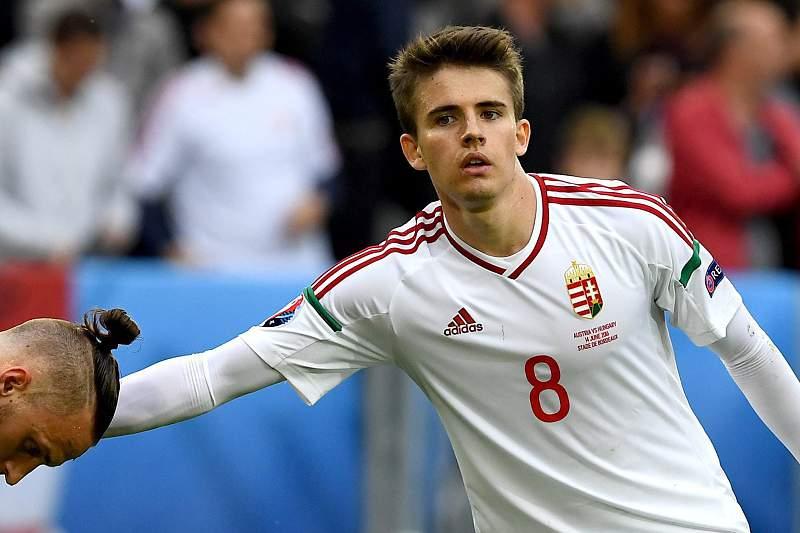 Adam Nágy em ação pela Hungria contra a Áustria no jogo do Euro2016