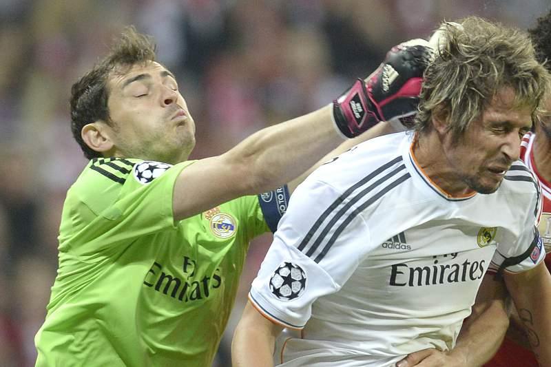 Casillas e Fábio Coentrão durante um jogo do Real Madrid contra o Bayern Munique