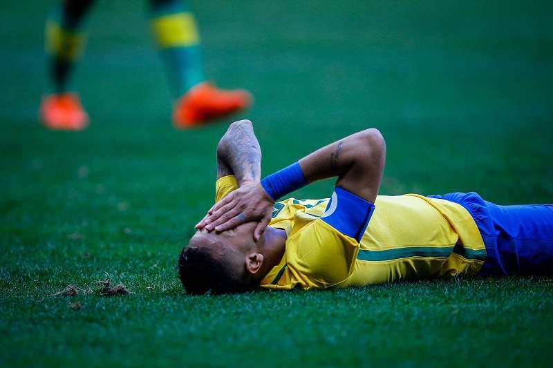 Neymar frustrado com empate
