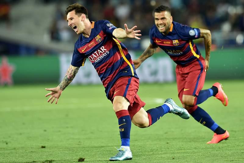 Messi festeja golo com Dani Alves