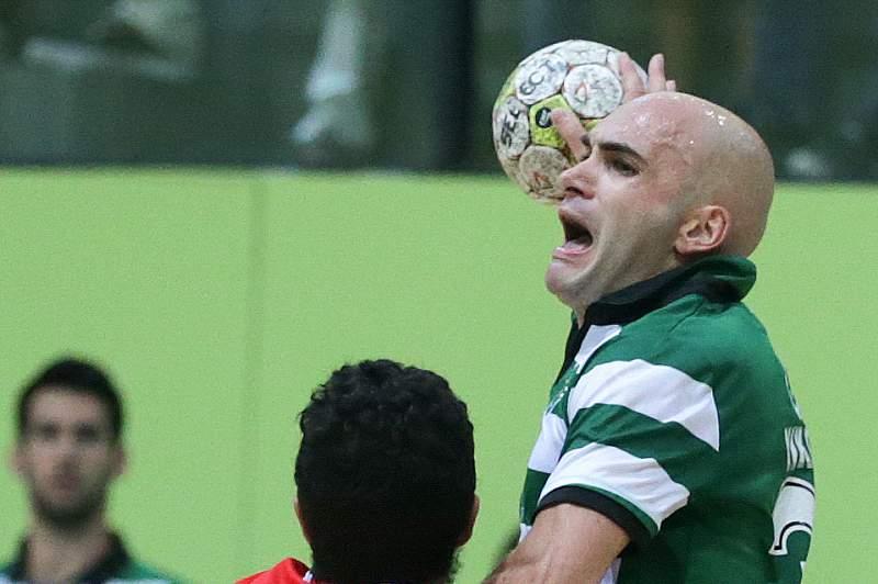 Ivan Nikovic em ação contra Davide