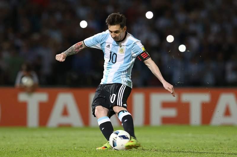 Messi em ação pela Argentina no jogo contra a Bolívia
