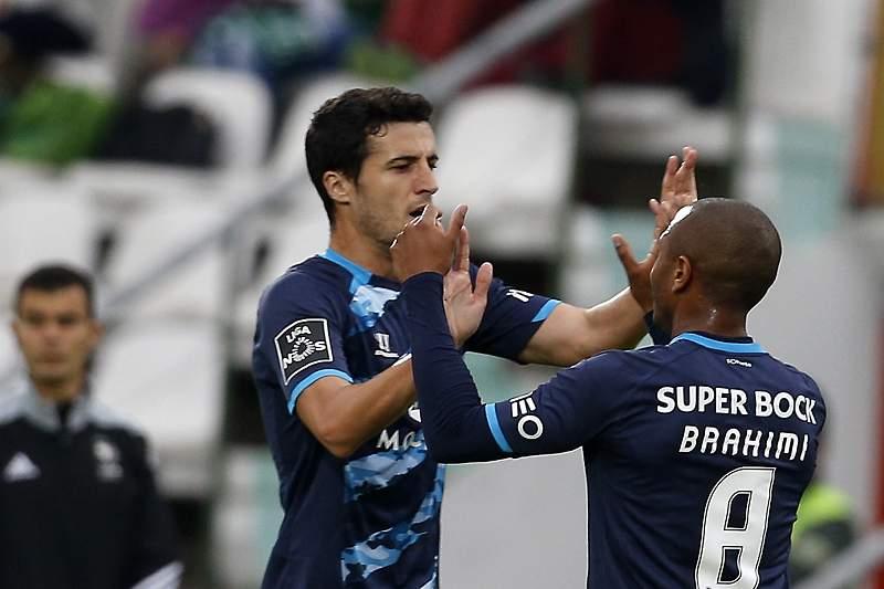 Marcano celebra o primeiro golo do FC Porto no Bonfim com Brahimi