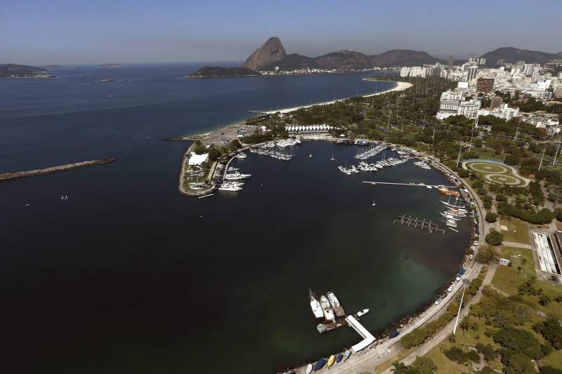 Organizing Committee of Rio 2016 use bacterias to clean the waters of the Marina da Gloria Port