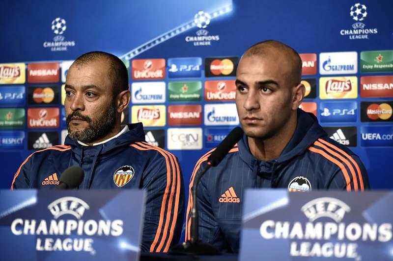 Nuno Espírito Santo e Aymen Abdennour durante a conferência de imprensa de antevisão do jogo com o Lyon.