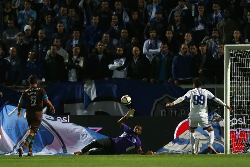 FC Porto vence e elimina o Feirense