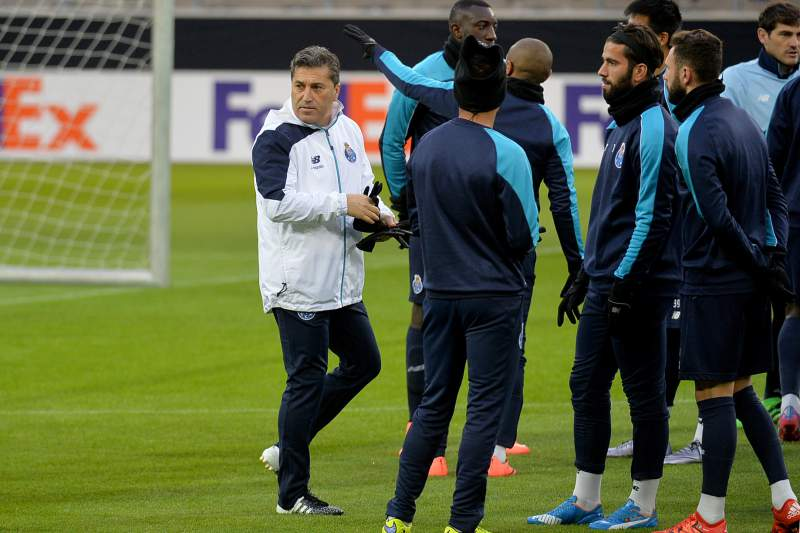 José Peseiro durante um treino do FC Porto em Dortmund