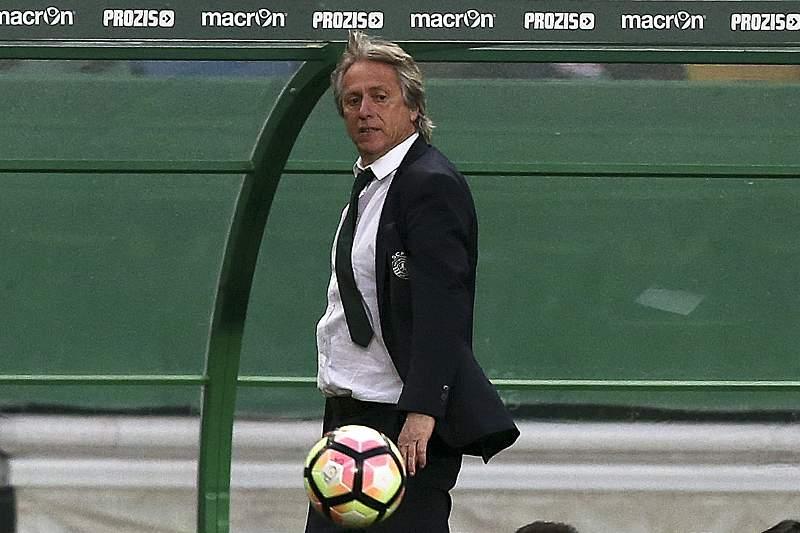 Jorge Jesus reage durante o jogo entre Sporting e Nacional da Madeira