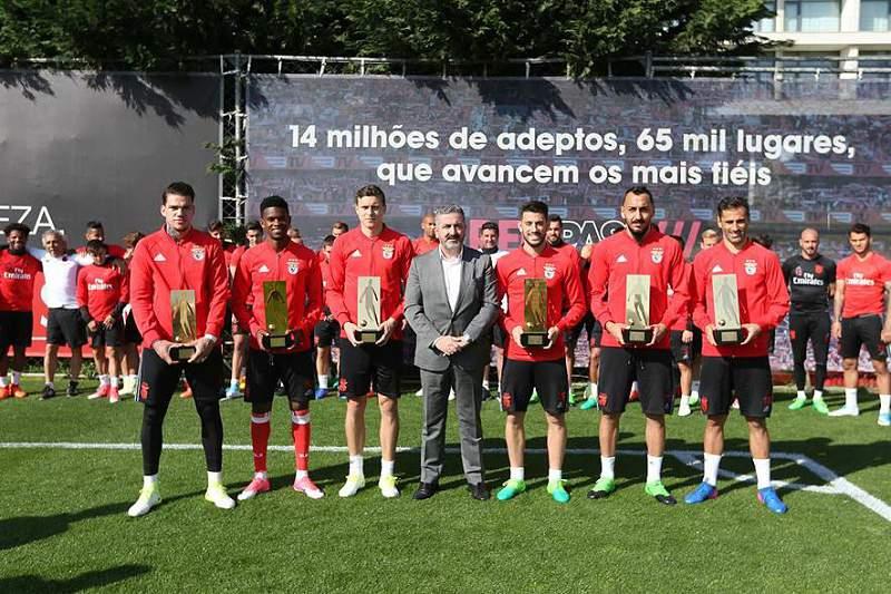 Jogadores do Benfica galardoados com prémios de 2015/2016