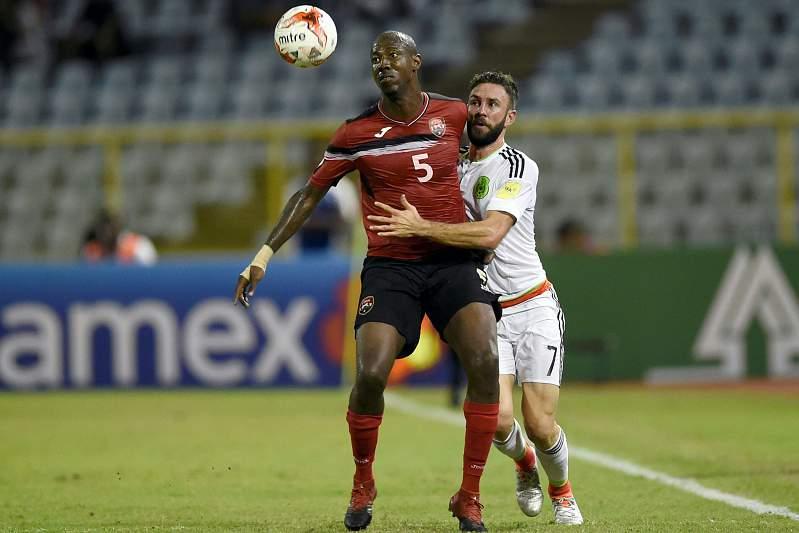 Miguel Layún em ação contra Trinidade e Tobago
