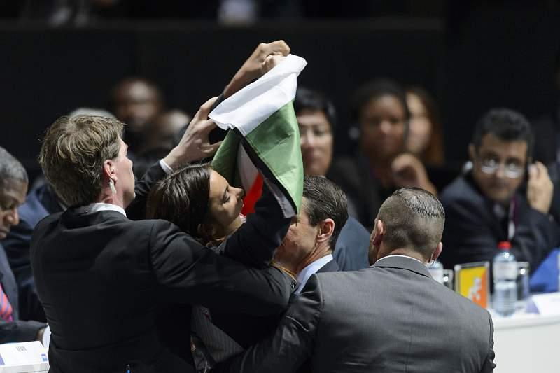 Manifestantes palestinianas interrompem congresso