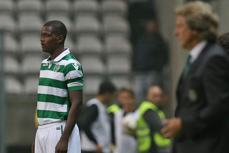 William Carvalho durante o jogo do Sporting no Bessa