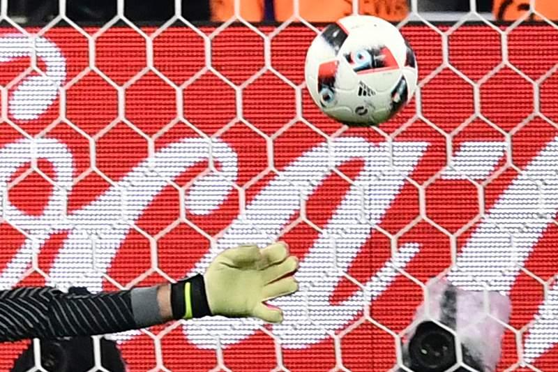O guarda-redes do Sporting foi decisivo contra a Polónia