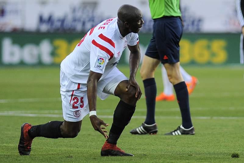Stéphane Mbia lesionou-se contra a Fiorentina
