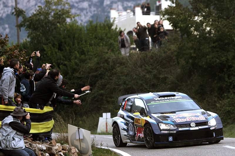 O piloto norueguês Mikkelsen em ação no Rali da Catalunha