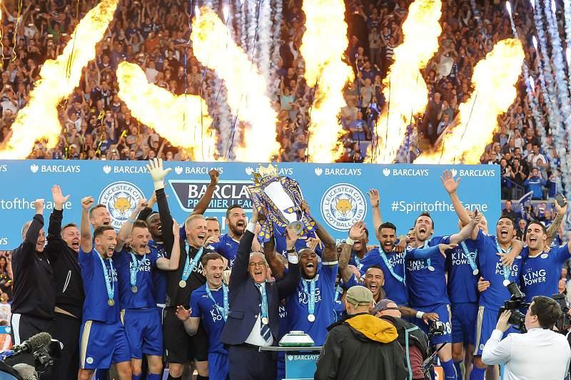 Leicester ergue o troféu de campeão