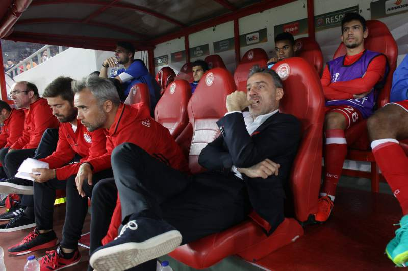 Paulo Bento durante um jogo do Olympiakos