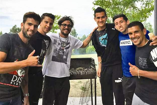 Lichnovsky, Sérgio Oliveira, Raúl Gudiño, Herrera e Maxi Pereira em casa de Osvaldo
