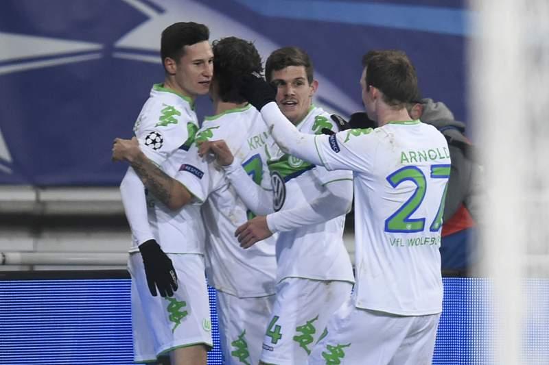 Julian Draxler celebra um golo pelo Wolfsburgo diante do Gent
