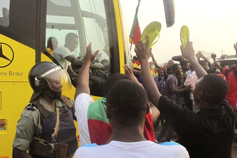 Adeptos camaroneses festejam a conquista da CAN.