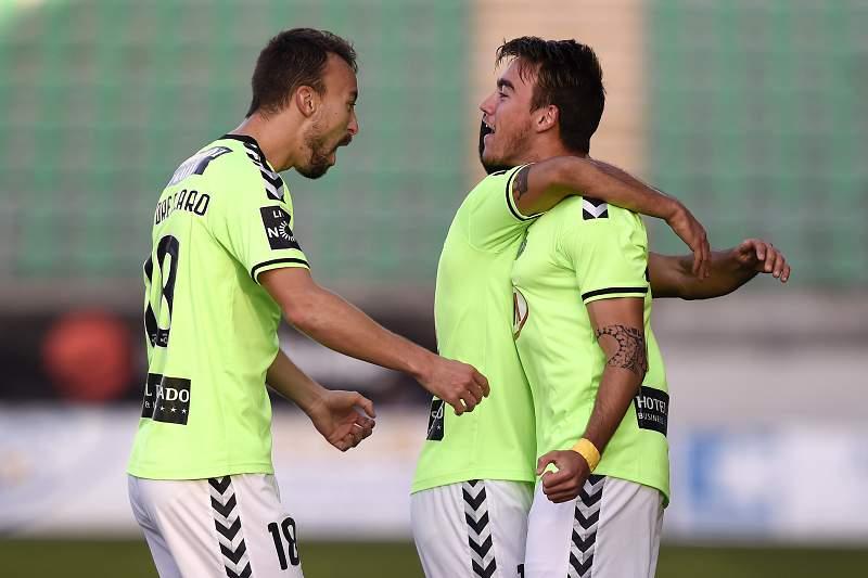 André Horta e André Claro celebram um golo em Tondela