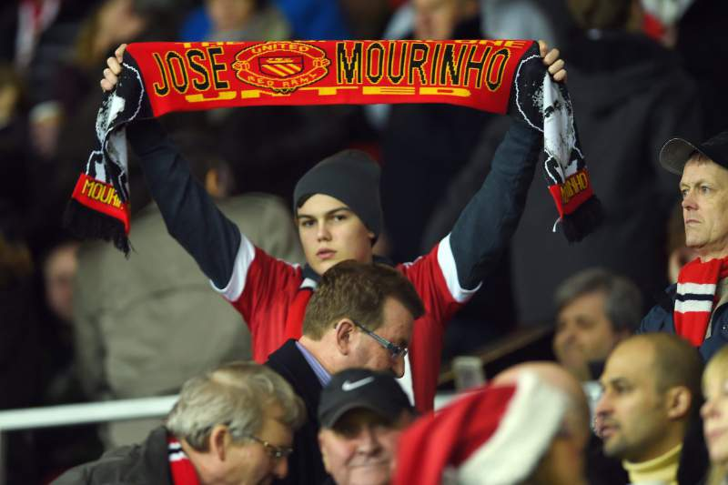 Adepto Manchester United cachecol José Mourinho