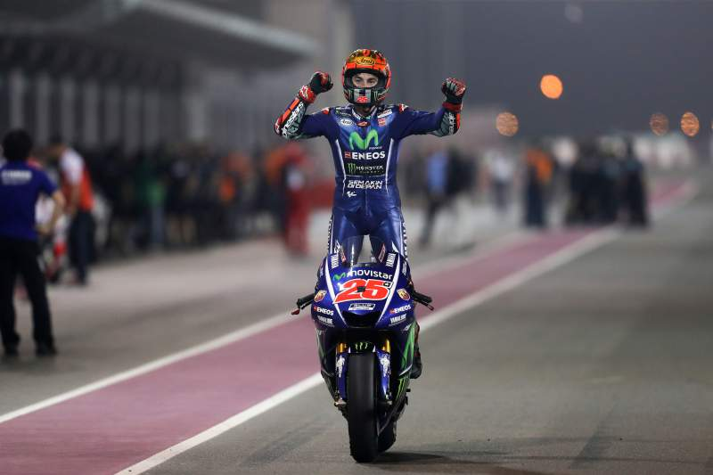 Maverick Vinales, piloto da Yamaha festeja triunfo na primeira prova no Mundial