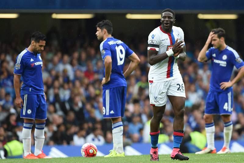 Bakary Sako celebra um golo em Stamford Bridge